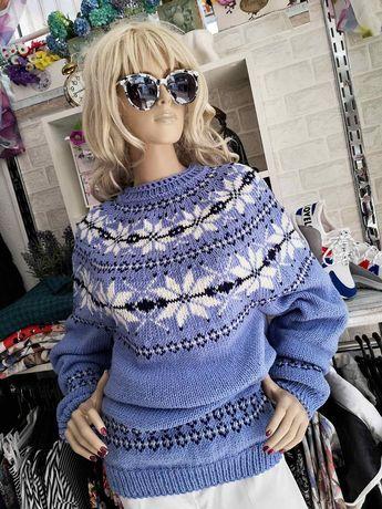 Ръчно изплетен пуловер
