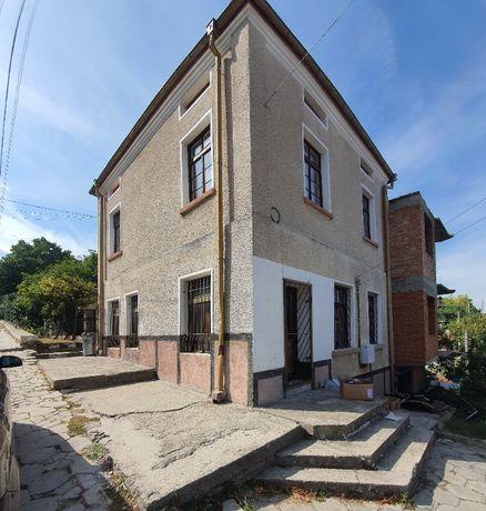 Три етажна къща 510кв.м РЗП и 900кв.м двор кв.Горни Воден, Асеновград