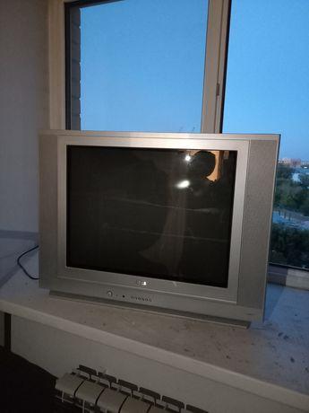 Срочно продаётся: б/у телевизор, железная дверь, ванная, диван.