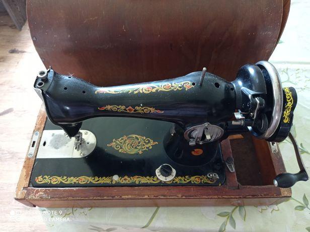 Швейная машинка, в хорошем состоянии
