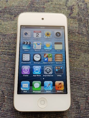 iPod 8GB touch 4rd Gen 20 ore acumulator fuctional Apple A1367