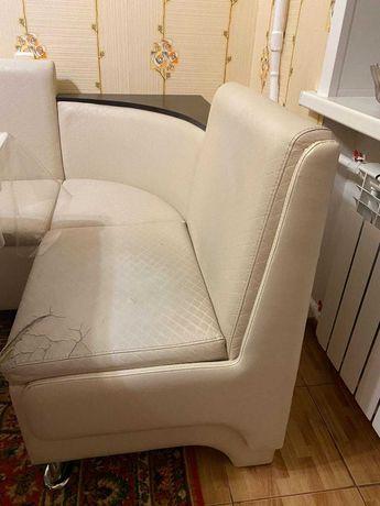 Срочно продам кухонный угловой диван