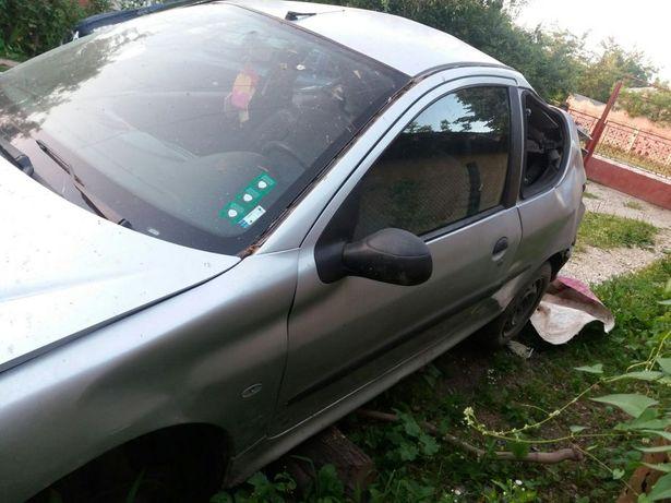 Dezmembrez Peugeot 206 1.4i
