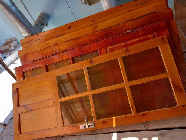 Деревянные двери бу, с ручками, навесом