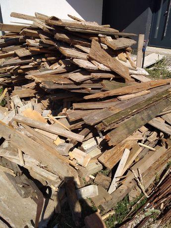 Vând lemne de foc, scândură
