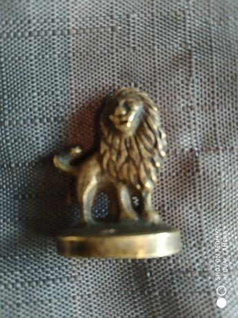 стар бронзов печат-лъв