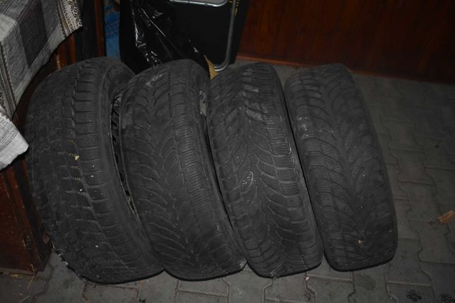 Set 4 anvelope de iarna Bridgestone Blizzak LM32 205/60 R16 96H