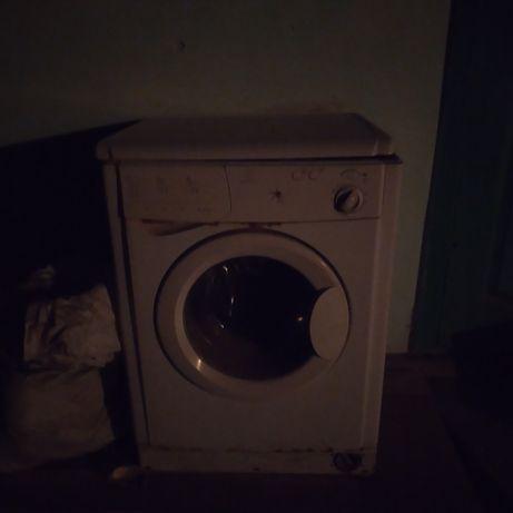 Срочно продам  стиральную машинку.
