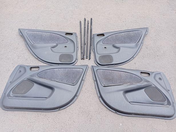 Обшивки двери Тойота Авенсис 1999 гв.