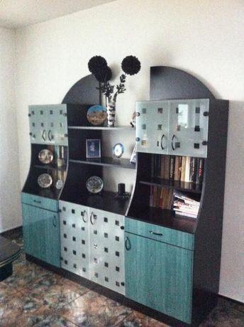 Продавам трапезарски шкаф от МДФ