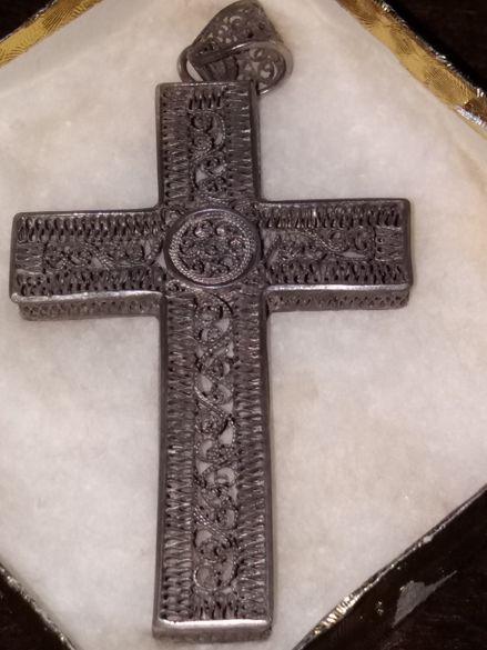 Автентичен кръст