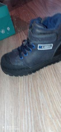 Ботинки осень размер 26. Цена 1000 тг