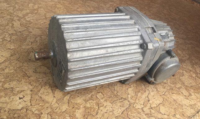 двигатель толкатель