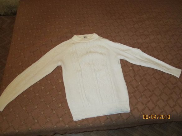 Бял мъжки пуловер