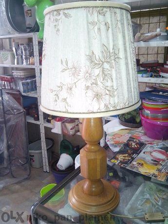 класическа настолна лампа