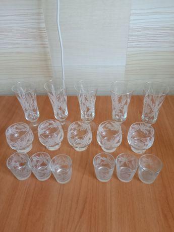 Набор стаканов, рюмок и бокалов