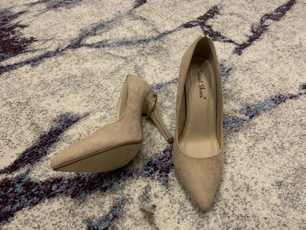 Pantofi nr 39 NOI