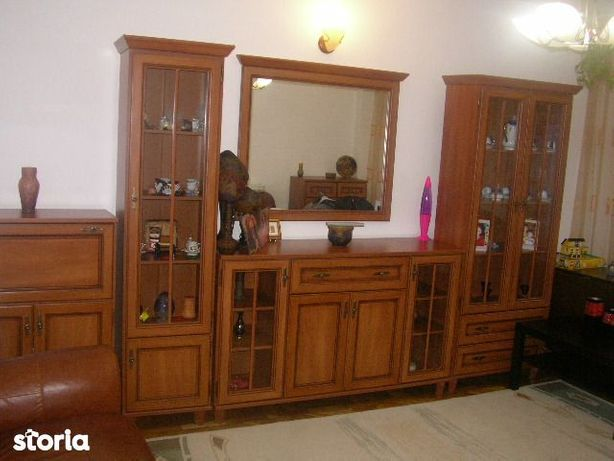 Inchiriez apartament 3 camere , situat in zona centrala