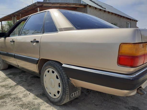 Машина Ауди 100 объем 2.3