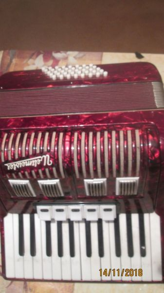 +Продавам акордеон Велтмайстор 40 баса,БАРТЕР ЗА ЛАПТОП гр. Шумен - image 1