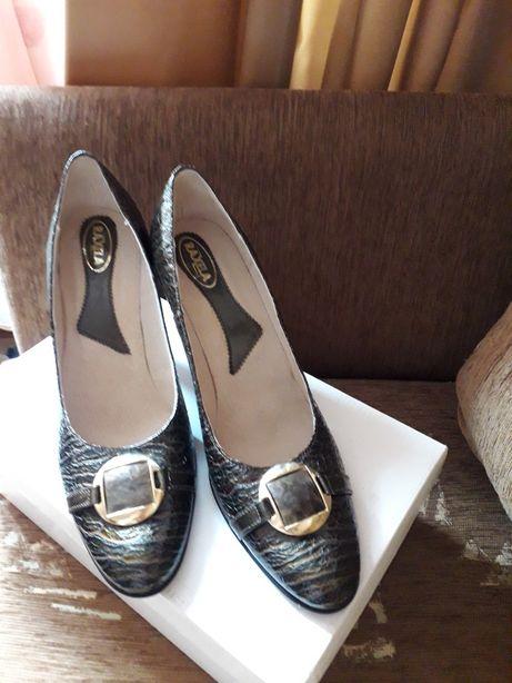 Pantofi noi 40