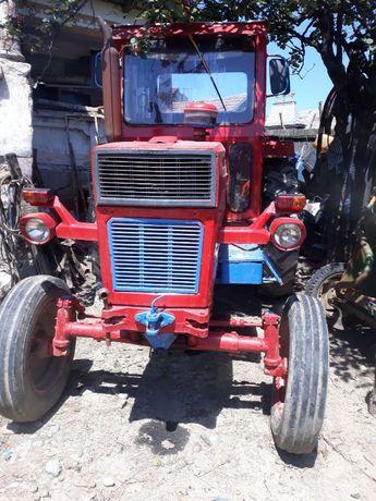 Vand tractor u650 cu plug (u 650)