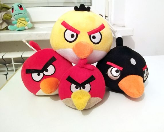 Set Angry Birds de plus rosu negru galben 13 cm + rosu 10 cm