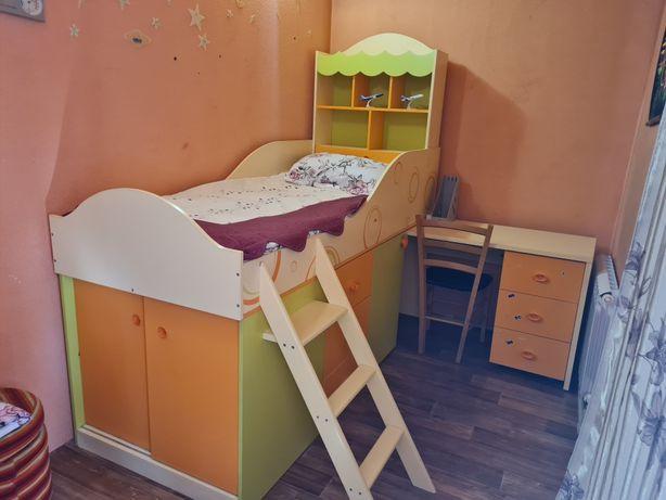 Кровать детская со столом