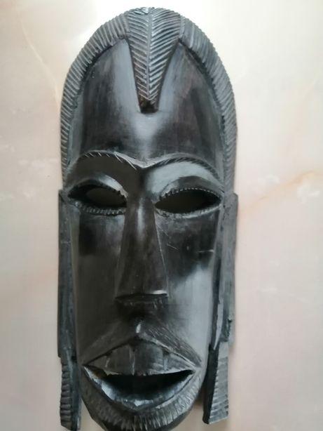 Mască, statuetă sculptată manual în lemn