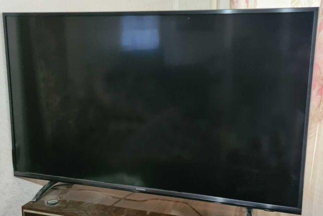 Daewoo smart TV с подставкой и пультом