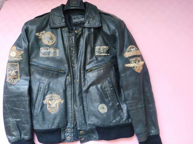 Продам кожаную куртку,52 размера,идеально для байкеров,теплая,,звоните