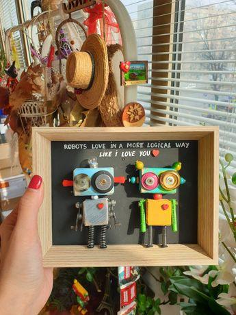 Tablou robotei din lemn și obiecte reciclate