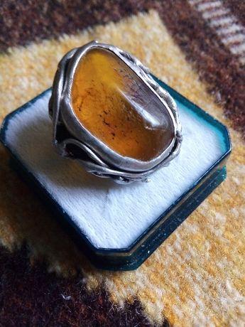 Авторски стар уникат зашеметяващ сребърен пръстен с натурален кехлибар