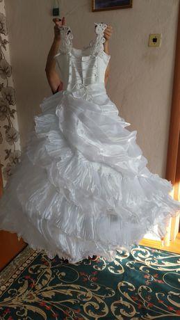 Продам белое бальное платье