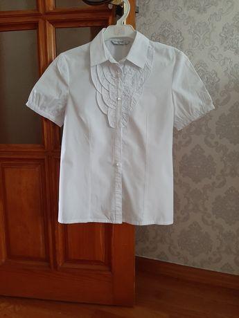 Школьная блузка девочки