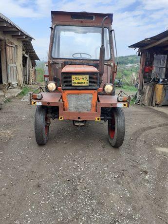 Tractor utb550