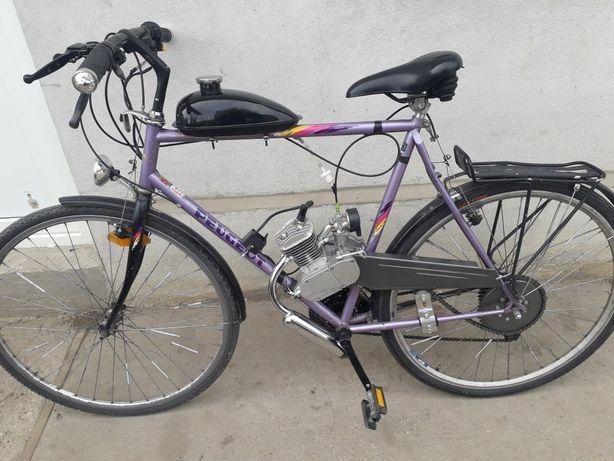 Vand bicicleta cu motor de 80 cc.