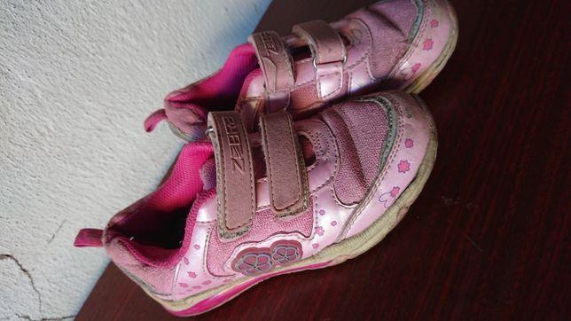 Отдам детские кроссовки