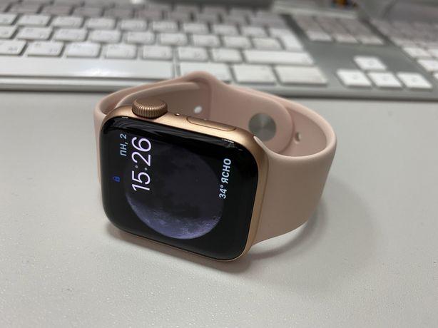 Продам apple watch SE 40 mm gold