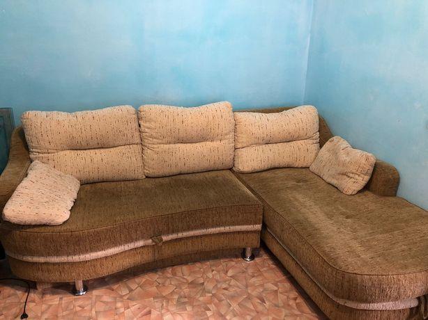 Связи с переездом продаю диван угловой.