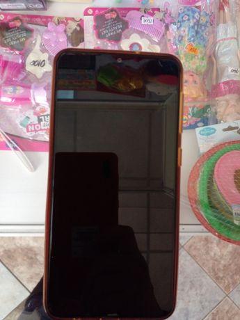 Продаю сотовый телефон самсунгА10.Красного цвета в отличном состоянии.