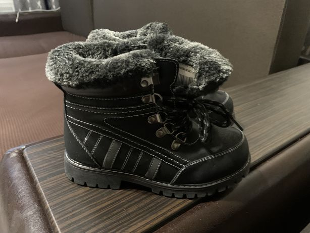 ПРОДАМ ЗИМНИЕ ботинки НОВЫЕ 32 р-р
