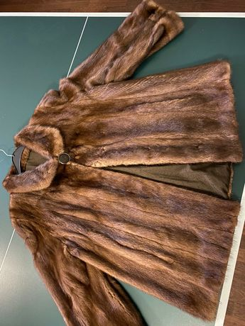 Vand haina de blana - nurca/vizon - tip clopot