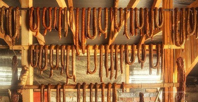 Carnati gustoși macri de casă afumați și zvântați