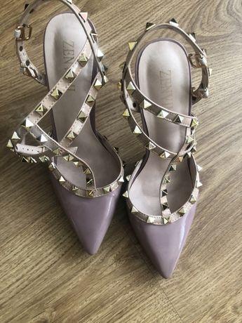 Дамски обувки по модел на Valentino 38,39