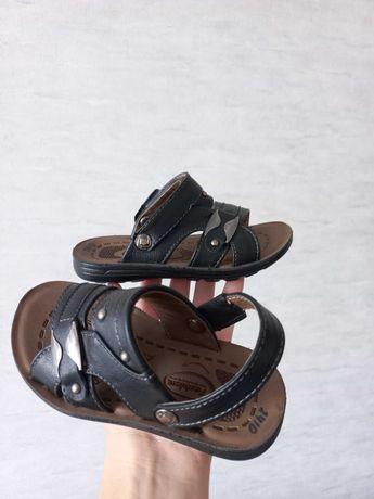 Продаю сандали на мальчика