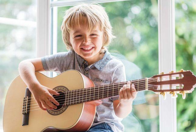 Обучение игре на акустической гитаре.