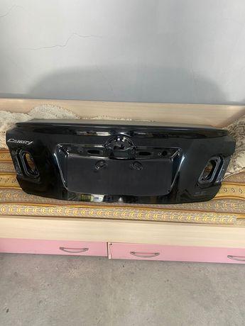 Крышка багажника на тойоту 40,45 со спойлером