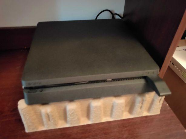 Продам приставку PS 4 Slim 1Tb новая