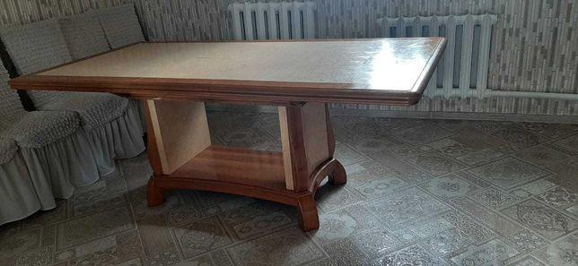 Продам стол и 6 стульев